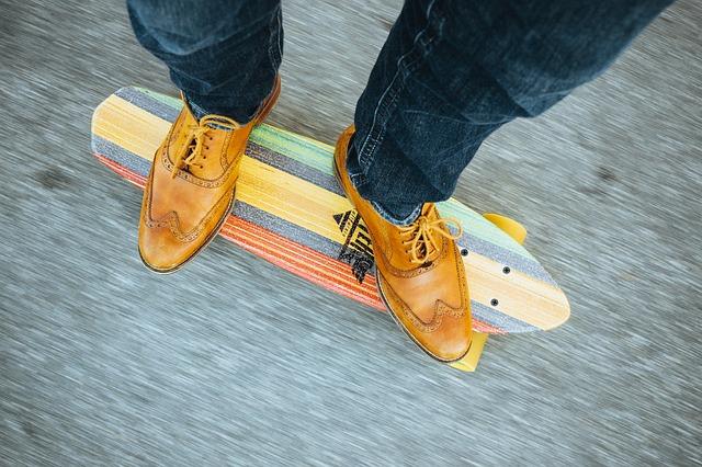 Longboard elektryczny vs klasyczna deskorolka longboard